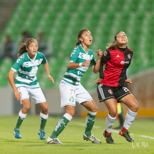 Nancy Quiñones 11, Brenda Guevara 7, Zellyka Arce 26