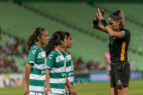 Nancy Quiñones, Grecia Ruiz