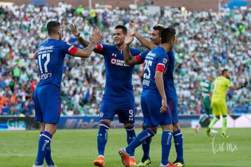 Festejando gol de Cruz Azul