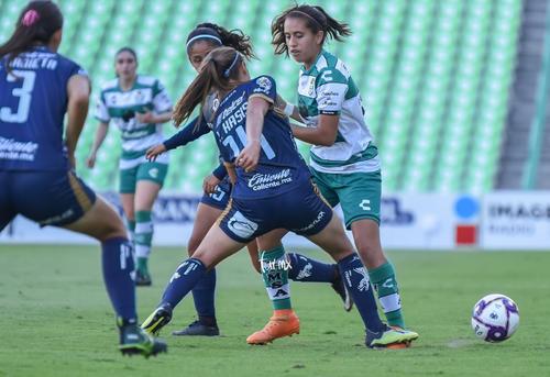 Isabel Kasis, Karyme Martínez