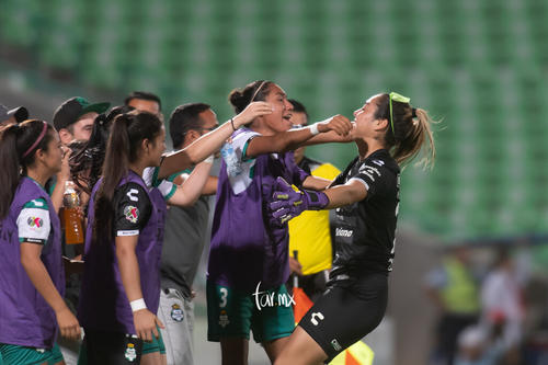 Celebración de gol de Yahaira Flores 8
