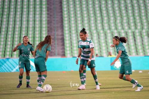 Marianne Martínez, Estela Gómez, Nancy Quiñones