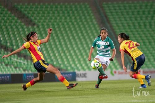 Yahaira Flores 8, Dalia Molina 22