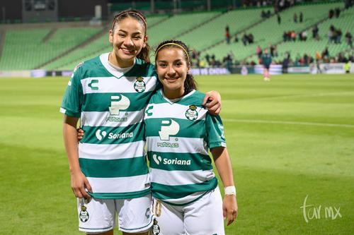 Cynthia Peraza 10, Katia Estrada 14