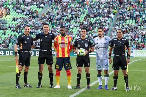capitanes Gabriel Achilier,  José Abella, árbitros