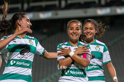 Cinthya Peraza, Karla Martínez, Alexxandra Ramírez