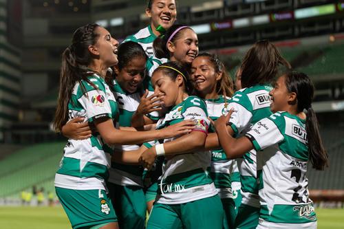 celebración de gol, Cinthya Peraza, Katia Estrada, Karla Mar