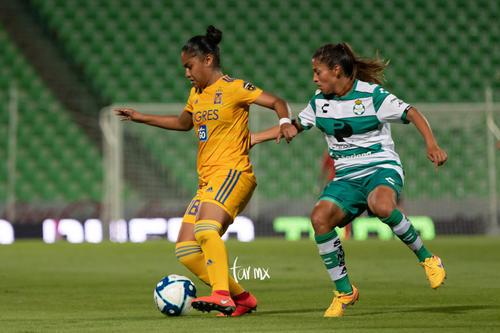 Brenda López, Belén Cruz