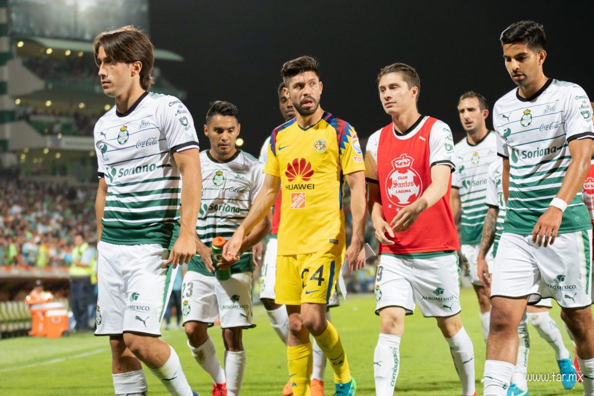 Oribe Peralta junto a integrantes de su ex- equipo, el Santos Laguna